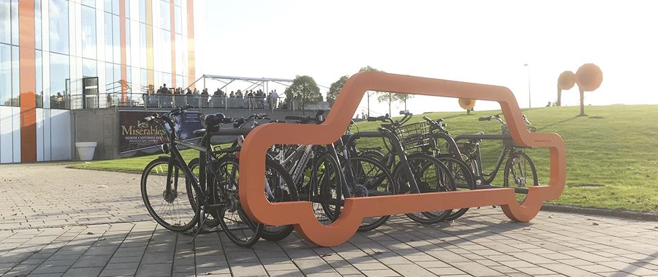 Car Bike Port utanför Kulthus Spira Jönköping län