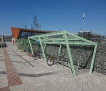 EDGE cykeltak med EdgeTyre cykelställ, Kungälv Resecentrum. Smekab Citylife.