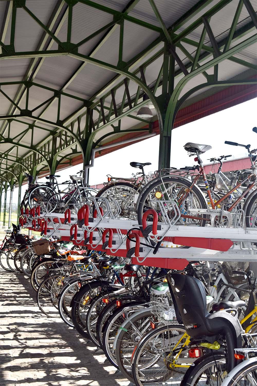 EASYLIFT PREMIUM tvåvåningscykelställ. Malmö Centralstation cykelparkering.