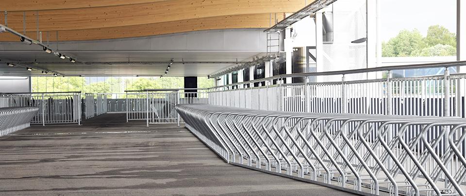 CS cykelställ och Opti räcke i parkeringshuset i Lerum.