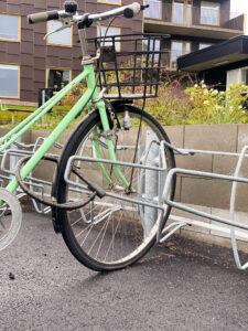 Cykelställ Stella med ramlåsning. Utemiljö Brf Söderläget Hills Mölndal. Referens/Projekt Smekab Citylife.